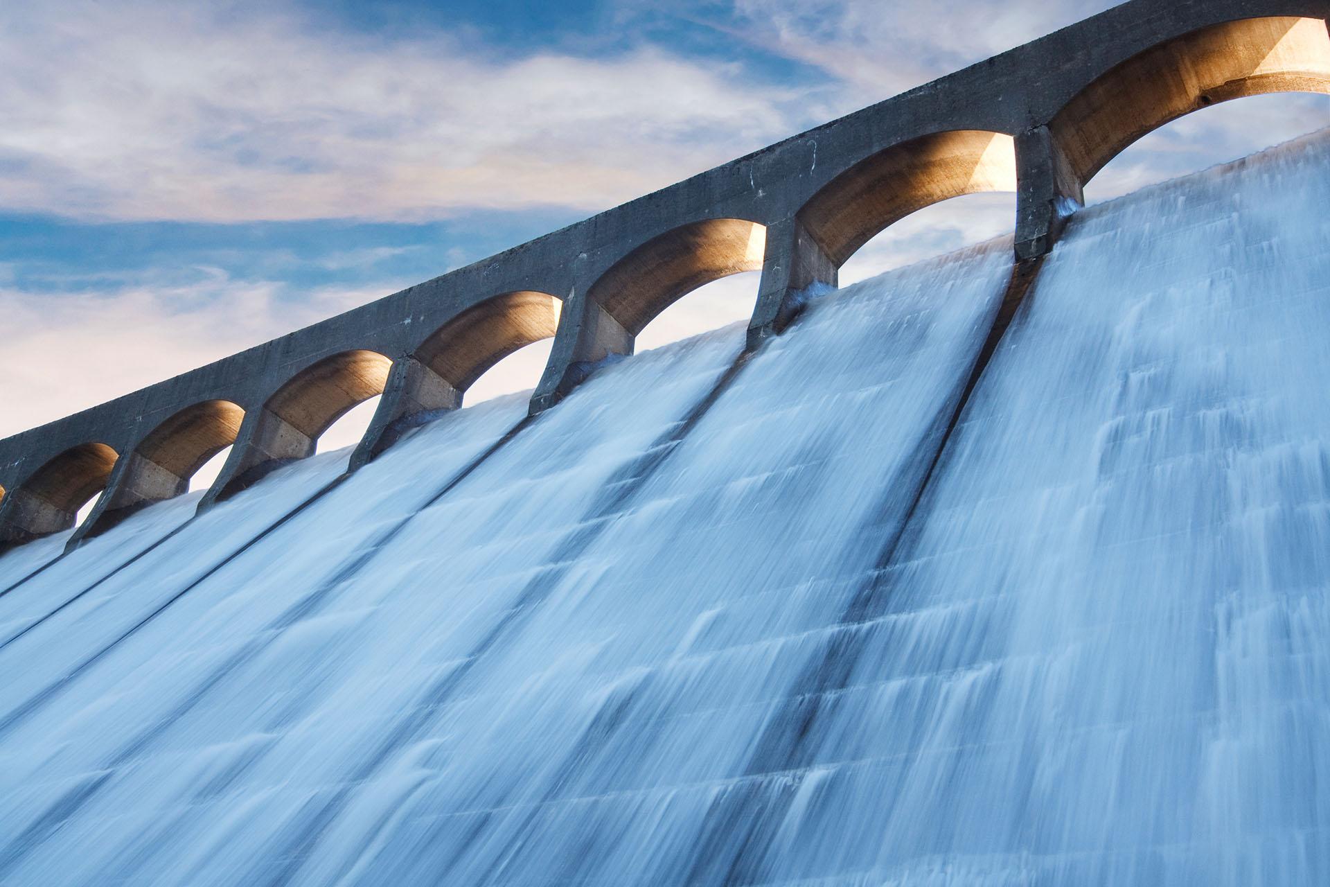 Clatteringshaws dam